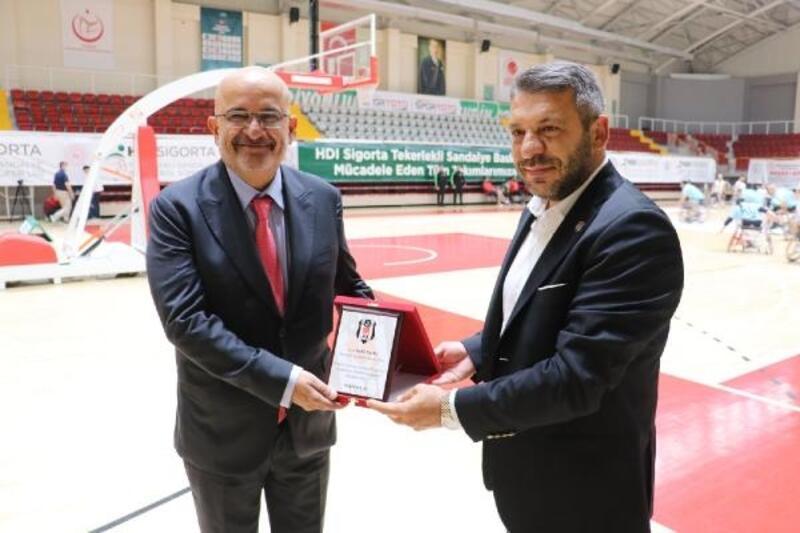 Beşiktaş Asbaşkanı Avşar'dan teşekkür plaketi