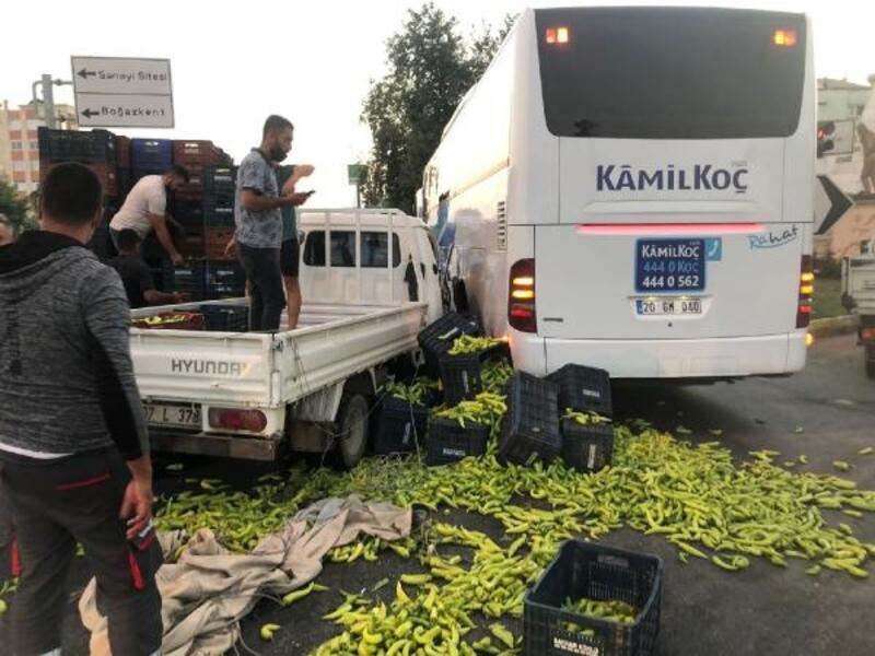 Otobüsle kamyonet çarpıştı, sebzeler yola saçıldı
