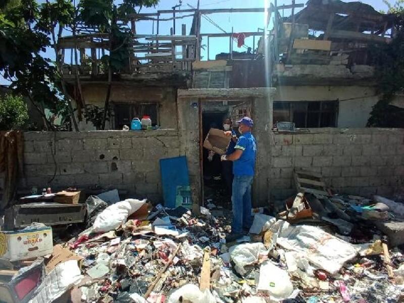 Halk sağlığını tehdit eden çöp evden 6 kamyon çöp çıkarıldı