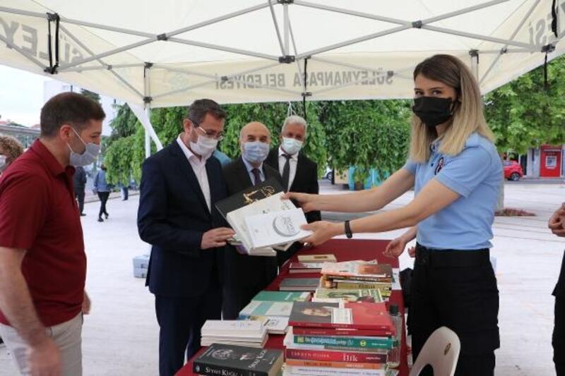 Trakya'da cezaevlerinde kütüphane kurulması için kitap bağışlandı