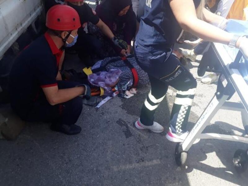Kamyonetin çarptığı kadın ağır yaralandı