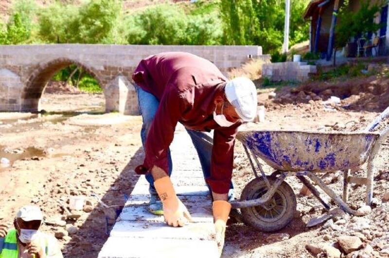 Aksaray'da Selçuklu döneminden kalma tarihi köprü restore ediliyor
