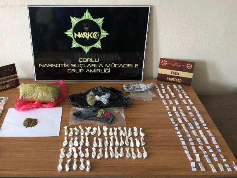 Uyuşturucular molozların altında bulundu