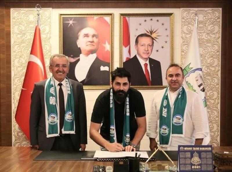 Serik Belediyespor iki futbolcuyla anlaştı
