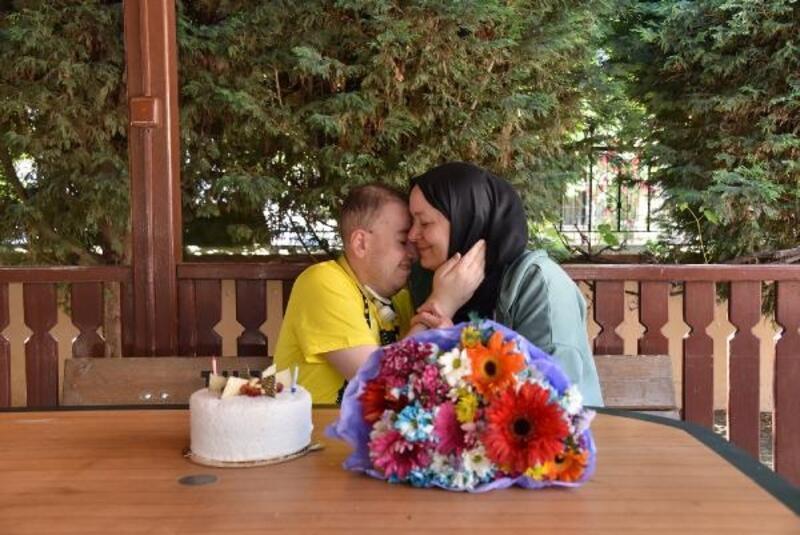 Tuzla Belediye Başkanı Yazıcı'dan özel çocuk Şaban'a sürpriz pasta