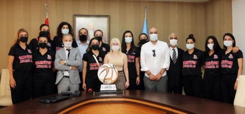 Şampiyonlar, Rektör Özkan'ı ziyaret etti