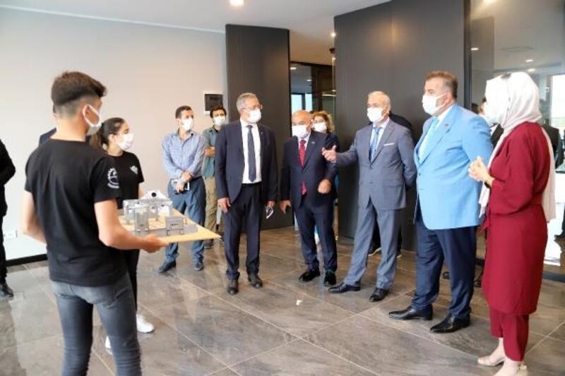 Milli Eğitim Bakan Yardımcısı Safran'dan Model Fabrika ve İnovasyon Merkezi'nde inceleme