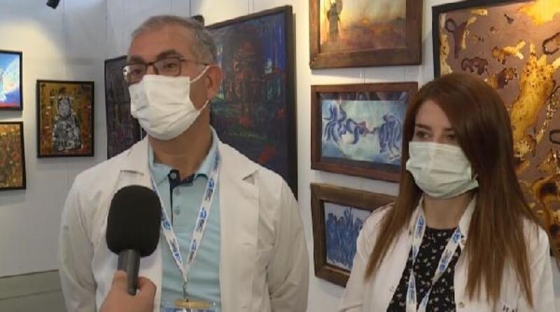 Sağlık çalışanları, atölyeye çevirdikleri yoğun bakım odasında çizdikleri resimleri sergiliyor