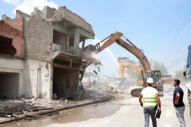 Sinanpaşa Mahallesi'nde kentsel dönüşüm için yıkım başladı