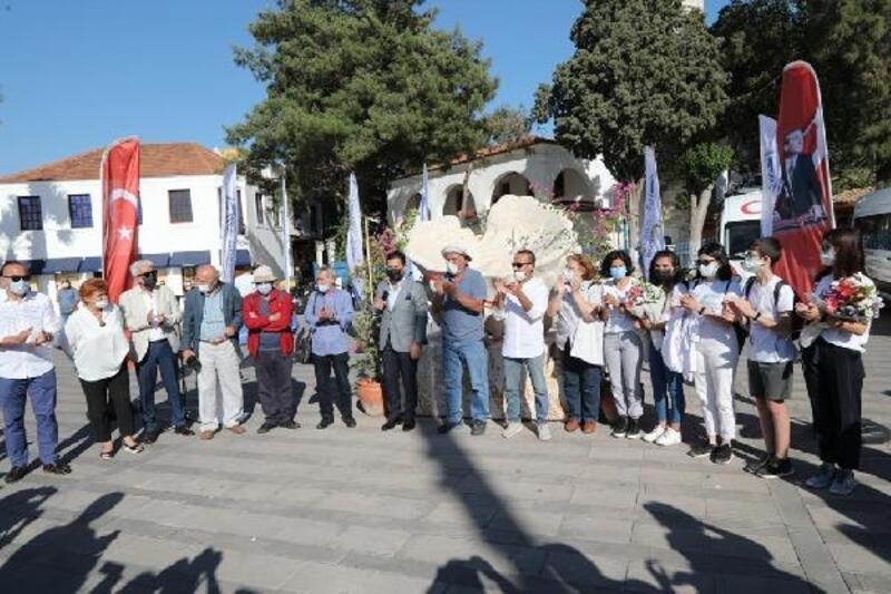 Bodrum'daki İskele Meydanı'na dikilen Sünger Heykeli açıldı