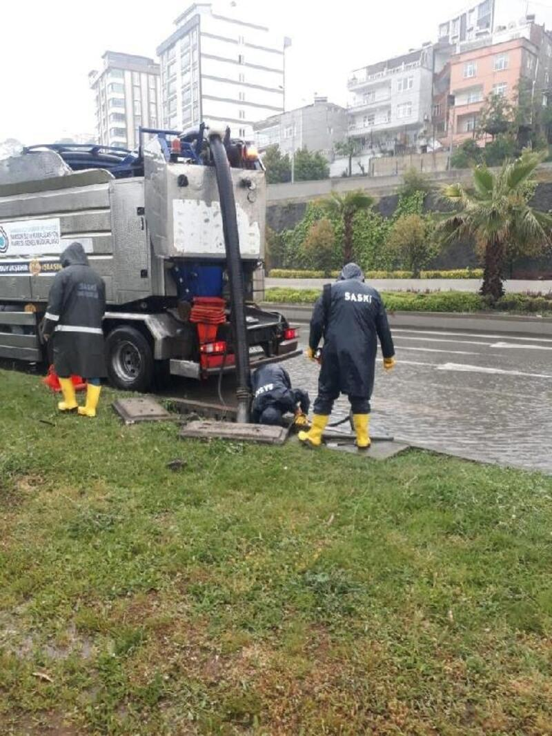 Sağanak sonrası kanallardan 250 kamyon atık çıkarıldı