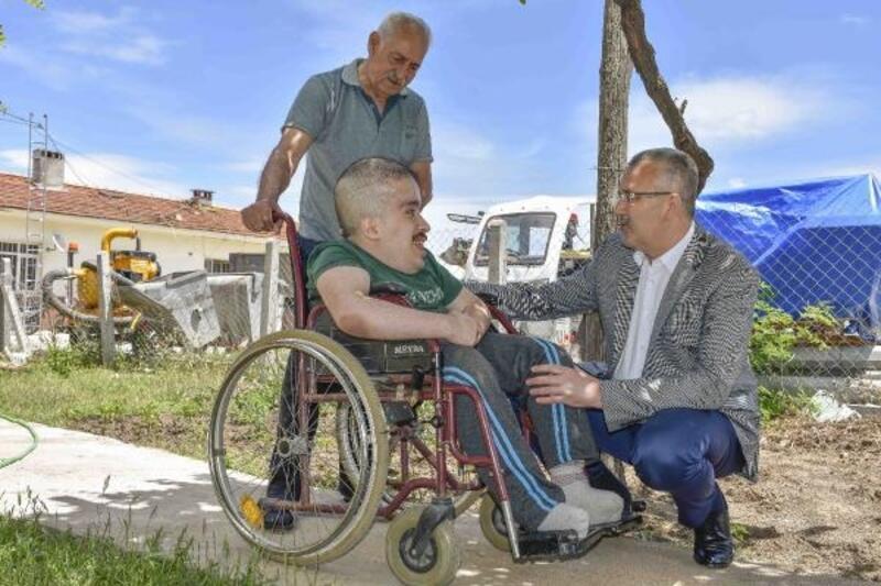 Hidrosefali hastası Batuhan'a Karacabey Belediyesi'nden yardım eli