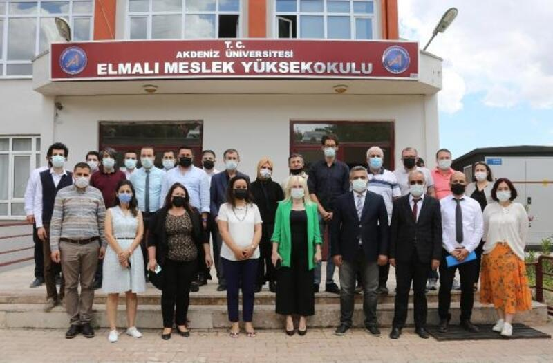 Rektör Özkan, Korkuteli ve Elmalı MYO'larını ziyaret etti
