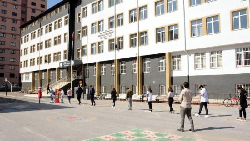 Kayseri'de öğrenci ve velilerin LGS heyecanı başladı