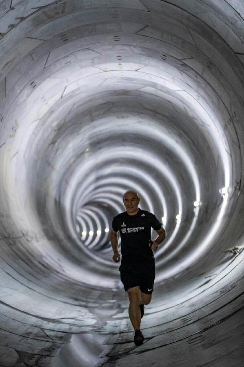 Başkan Soyer'den metro tünelinde sabah koşusu