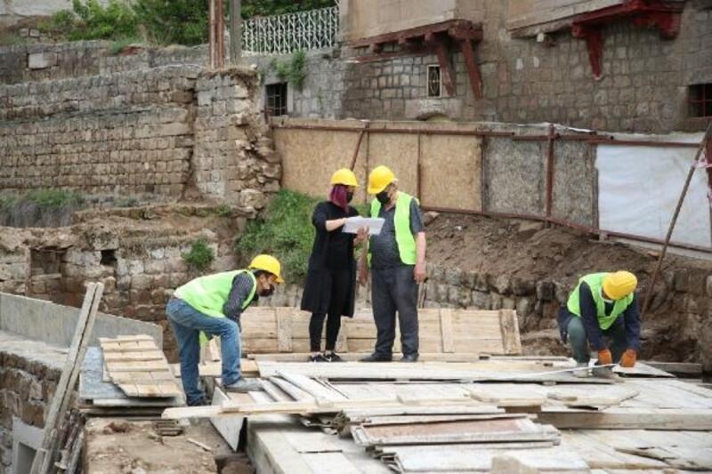 Melikgazi Belediyesi, 19'uncu yüzyıla ait çeşmeyi restore ediyor