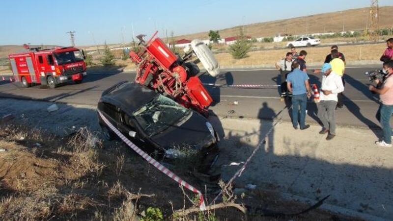 Kilis'te, otomobil ile traktör çarpıştı: 2 yaralı