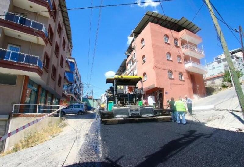 Bayraklı'nın 24 mahallesinde asfaltlama seferberliği sürüyor