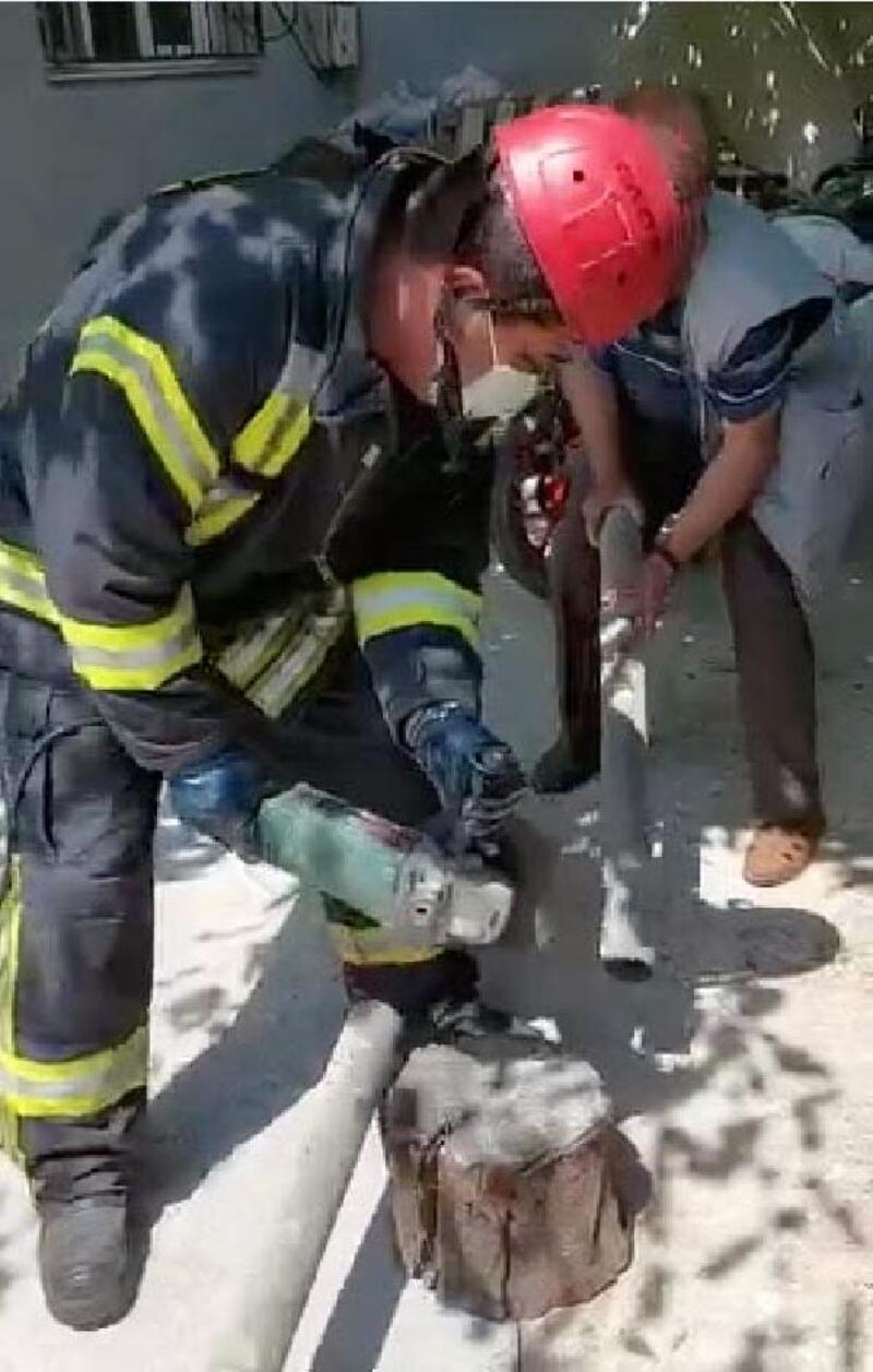 Boruda mahsur kalan kediyi itfaiye kurtardı