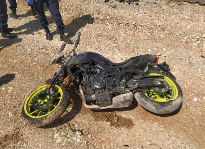 Kamyonete çarpan motosikletin sürücüsü öldü