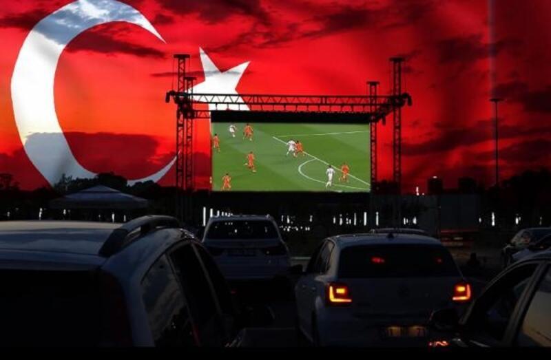 Yüreğir'de dev ekranda 'Euro 2020' heyecanı