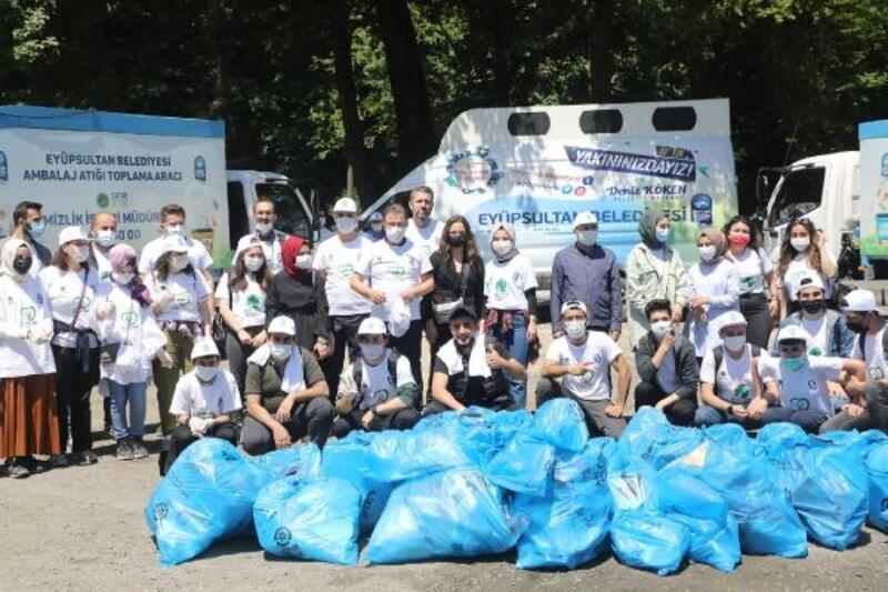 Eyüpsultan Belediye Başkanı Deniz Köken, Kurt Kemeri'ni gençlerle temizledi