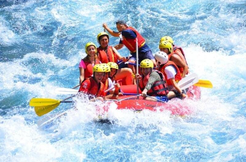 Pandemi tedbirleri gevşetildi, doğa tutkunları rafting heyecanı yaşadı