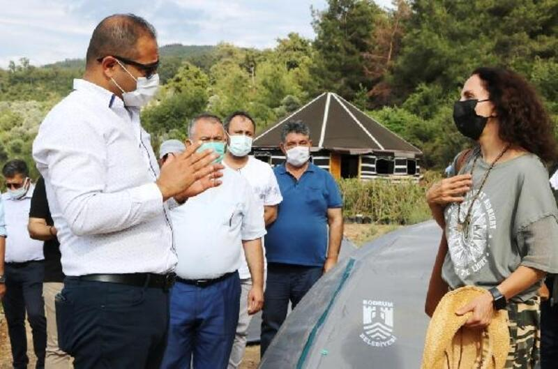 Ünlü şarkıcı Sertap Erener'den Gençlik Tarım Kampı'na destek ziyareti