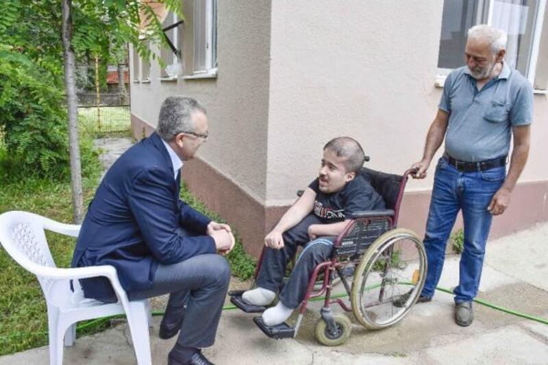 Bursa'da 12 yıldır engelli torununa bakıyor