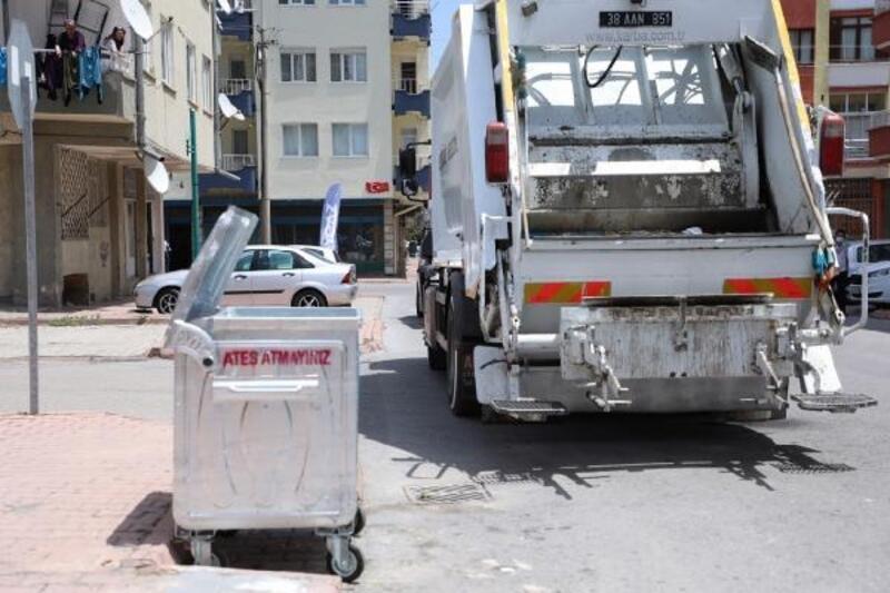 Melikgazi'de çöp konteynerleri yenileniyor