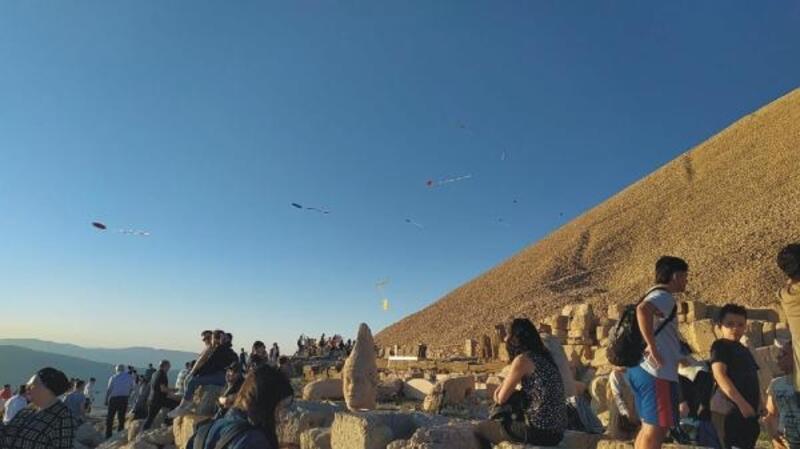 Nemrut Dağı'nda uçurtma şenliği düzenlendi