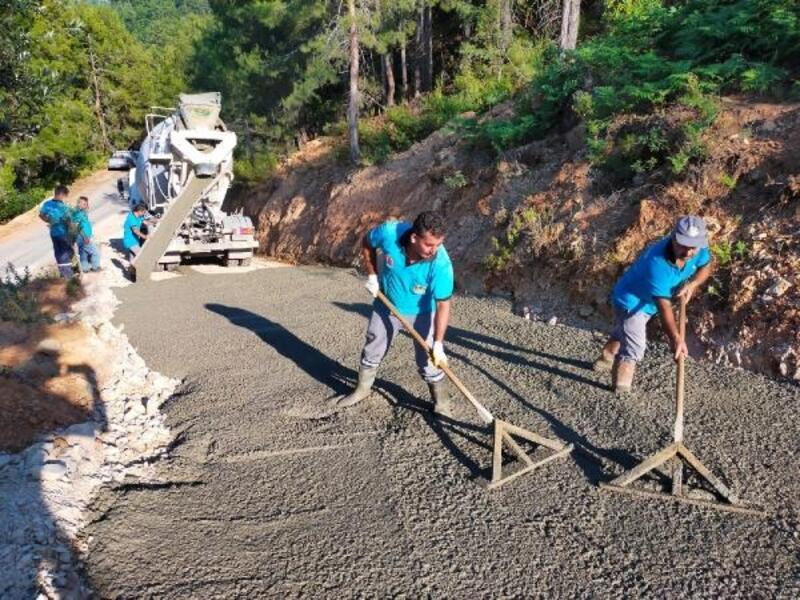 Alanya Belediyesi'nin yol ve asfalt seferberliği devam ediyor