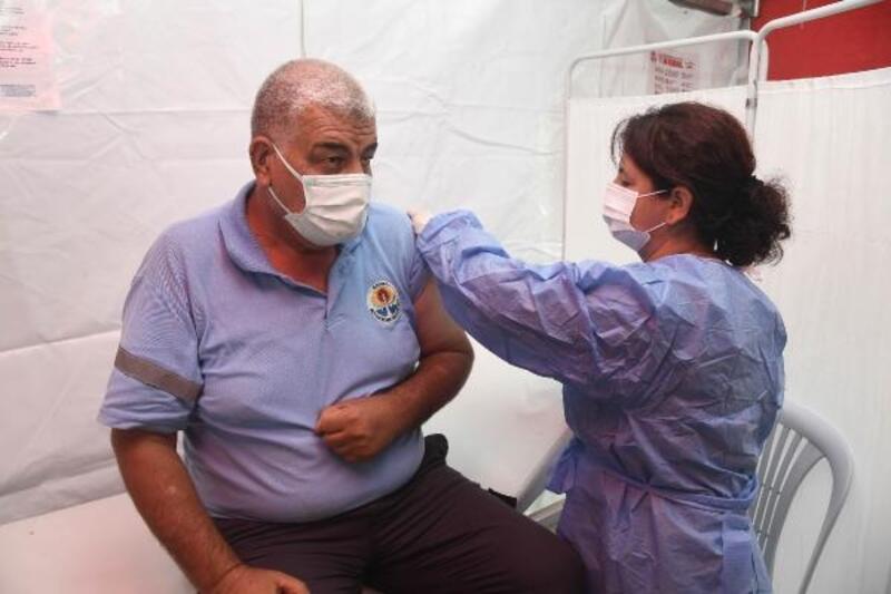 Büyükşehir Belediye çalışanlarına Covid-19 aşısı