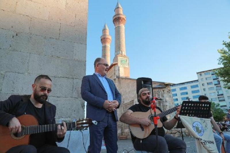 Sivas'ın 5 noktasından türkü sesleri yükseldi
