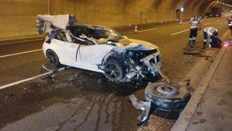 Kamyona arkadan çarpan otomobil hurdaya döndü; sürücü yara almadan kurtuldu