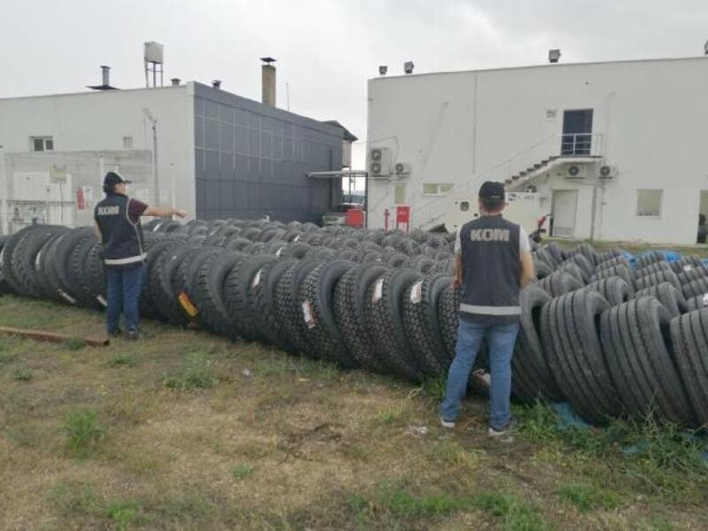 Akaryakıt istasyonunda 127 kaçak TIR lastiği ele geçirildi
