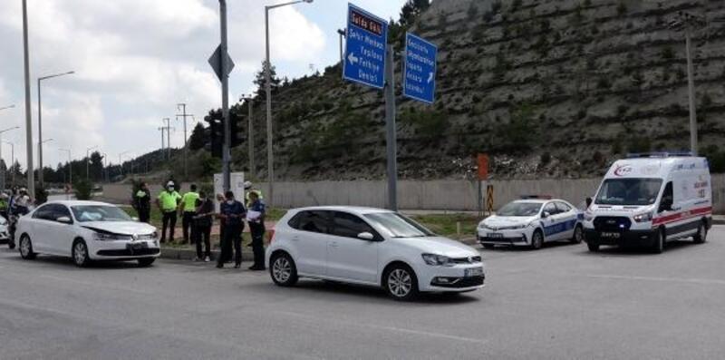 Kırmızı ışıkta kaza: 3 yaralı