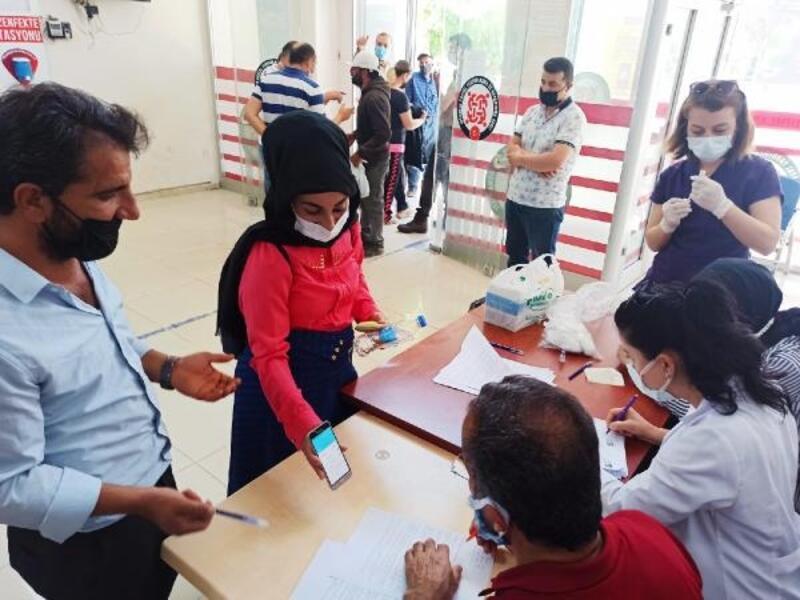 Sağlık ekipleri, SYDV'ye gelen vatandaşları randevusuz aşı yapıyor