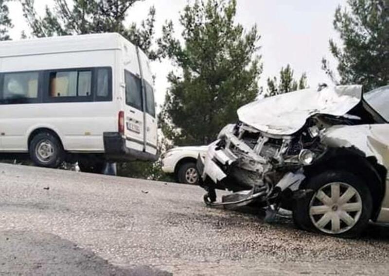 Minibüsle otomobil çarpıştı: 3 yaralı