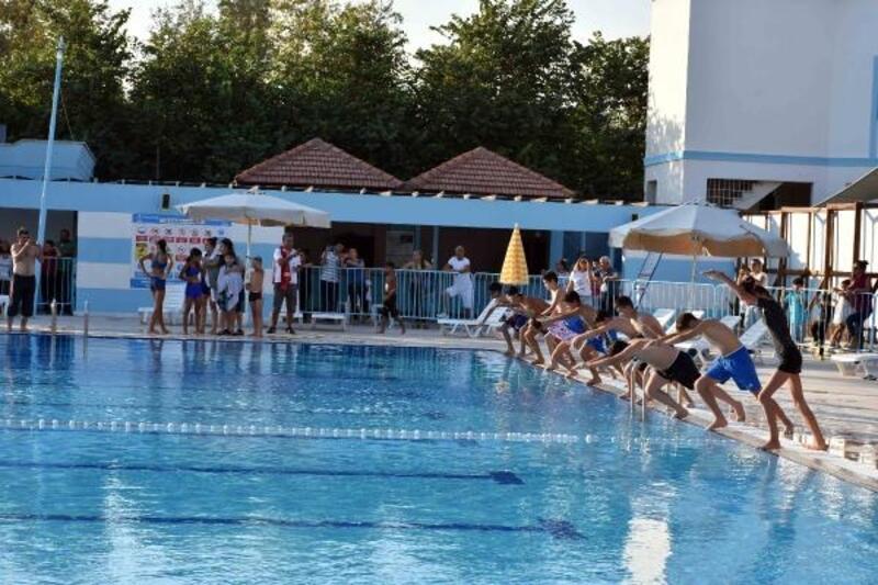 Tarsus Su Park'ında yüzme sezonu açıldı