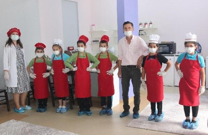 Bursa'da öğrenciler okullarında katıldıkları etkinliklerle yaşam becerisi kazanıyor
