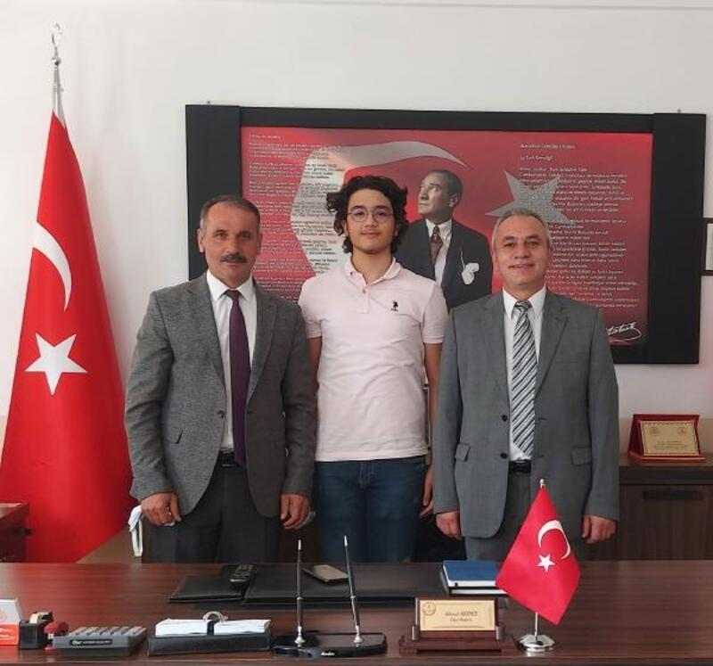 Burdurlu öğrenci TÜBİTAK yarışmasında Türkiye ikincisi