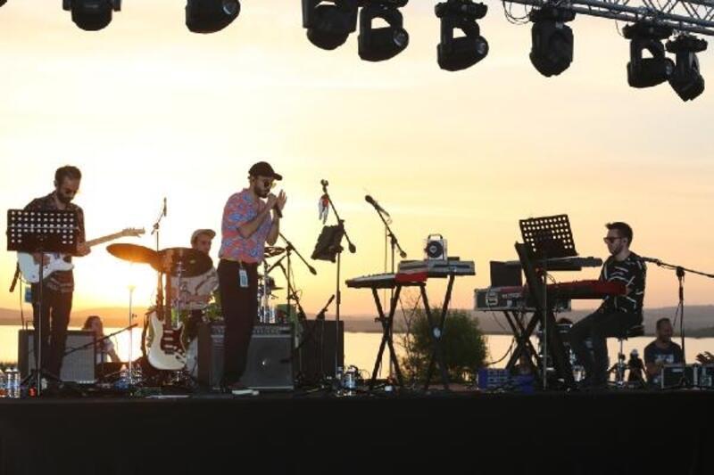 Nilüfer Caz Tatili'nde Can Kazaz'dan göl kıyısında konser