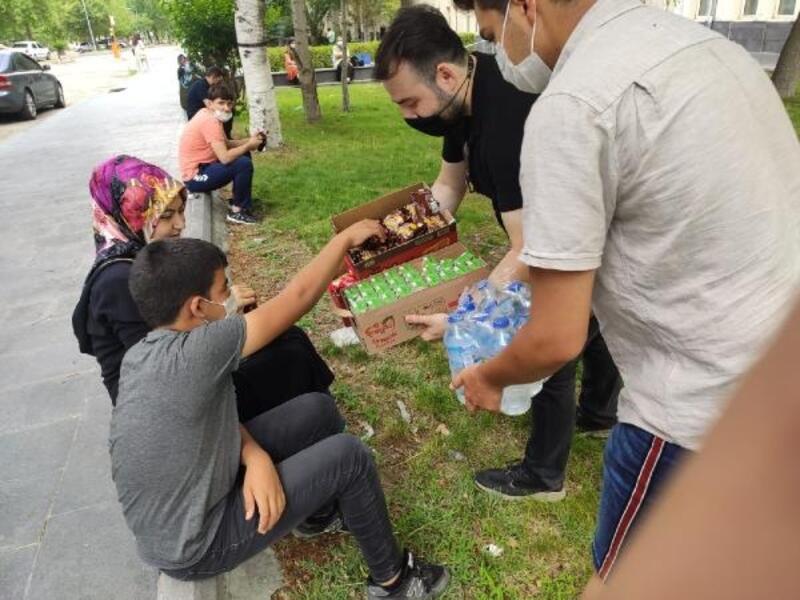 Gençlik Meclisi, öğrenci ve ailelerin sınav heyecanına ortak oldu