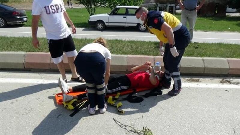 Edirne'deki kazada motosiklet  takla attı; 2 yaralı