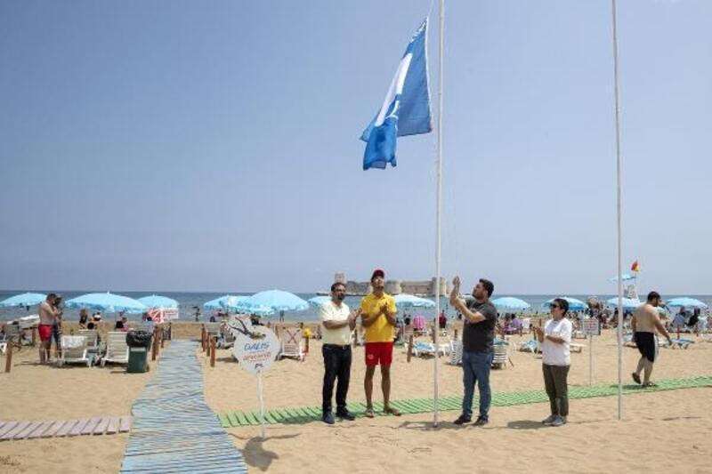 Kızkalesi Halk Plajı'nda mavi bayrak aldı