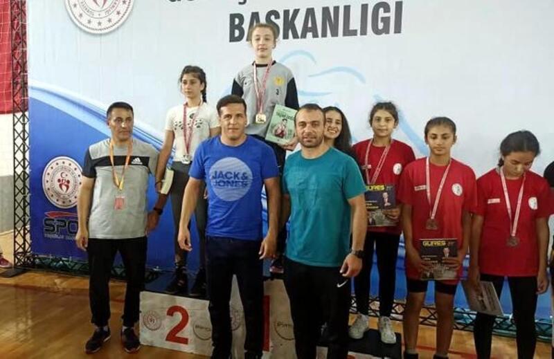 Trakya Birlik'in güreşçileri şampiyon oldu