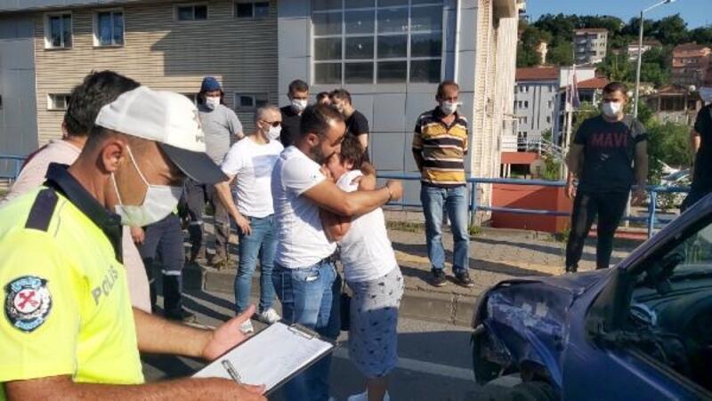 Kazada yaralanan eşini görünce gözyaşlarına boğuldu
