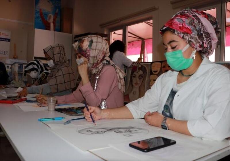 Seyhan'da Suriyeli kadınlar hem Türkçe öğreniyor hem de meslek sahibi oluyor