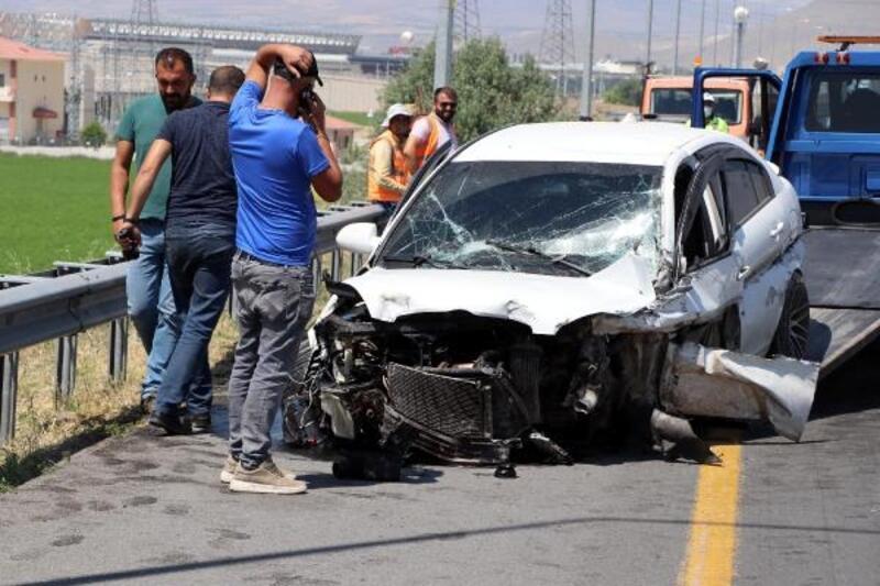 Kayseri'de iki otomobil çarpıştı: 5 yaralı